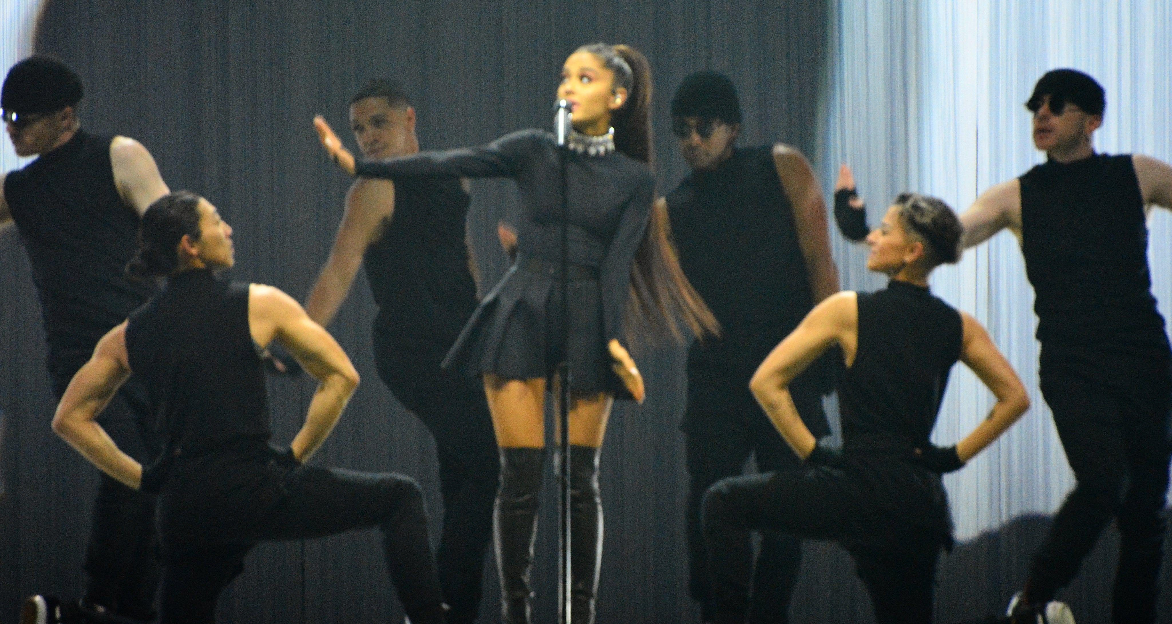 Ariana Grande plays victorious sold-out show in Vancouver (PHOTOS, VIDEOS)