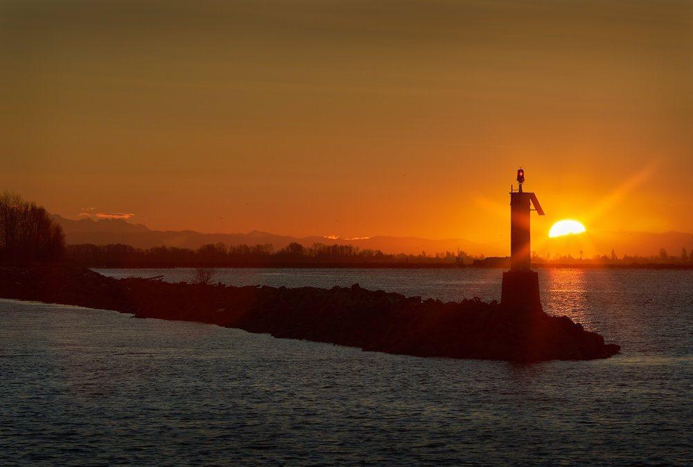A sunrise in Richmond (Max Lindenthaler/Shutterstock)