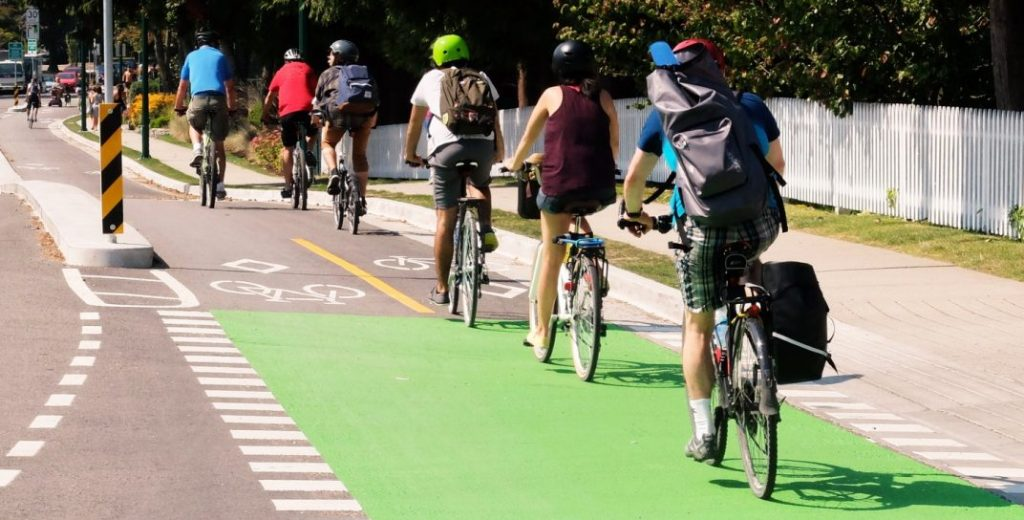 Cyclists in Vancouver (HUB Cycling)