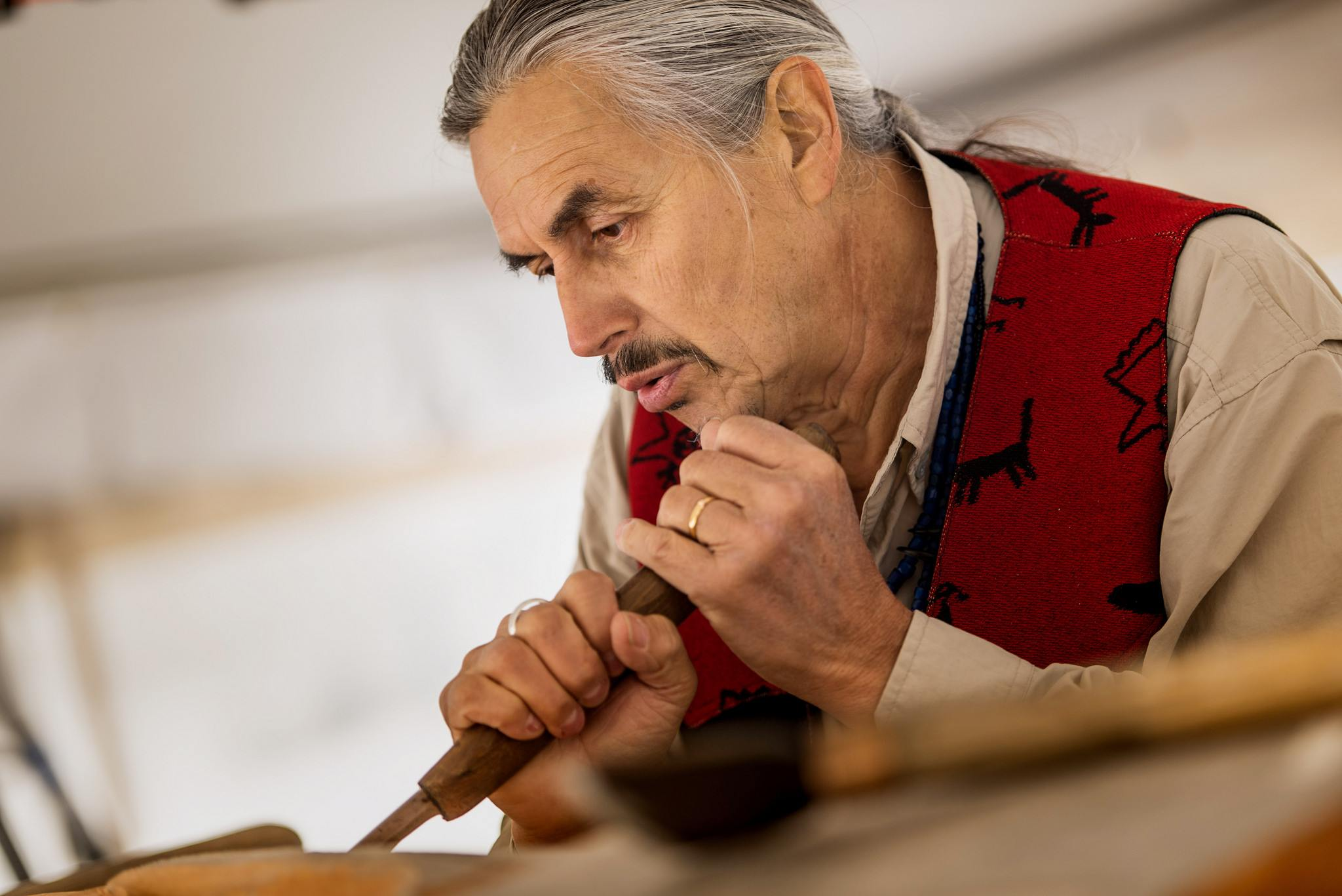 James Hart, Haida master carver and hereditary chief, carving the Reconciliation Pole (Paul Joseph/UBC)