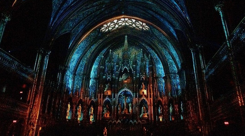 An insane light show is happening at Montreal's Notre Dame Basilica right now