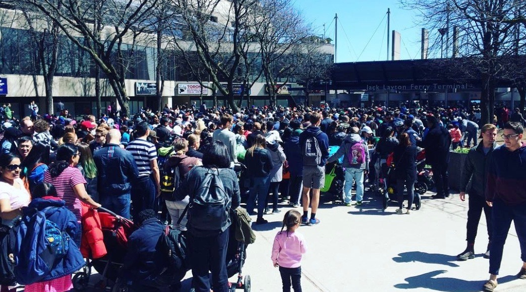 Toronto Island ferry failed hard on Good Friday, caused huge crowds (PHOTOS)