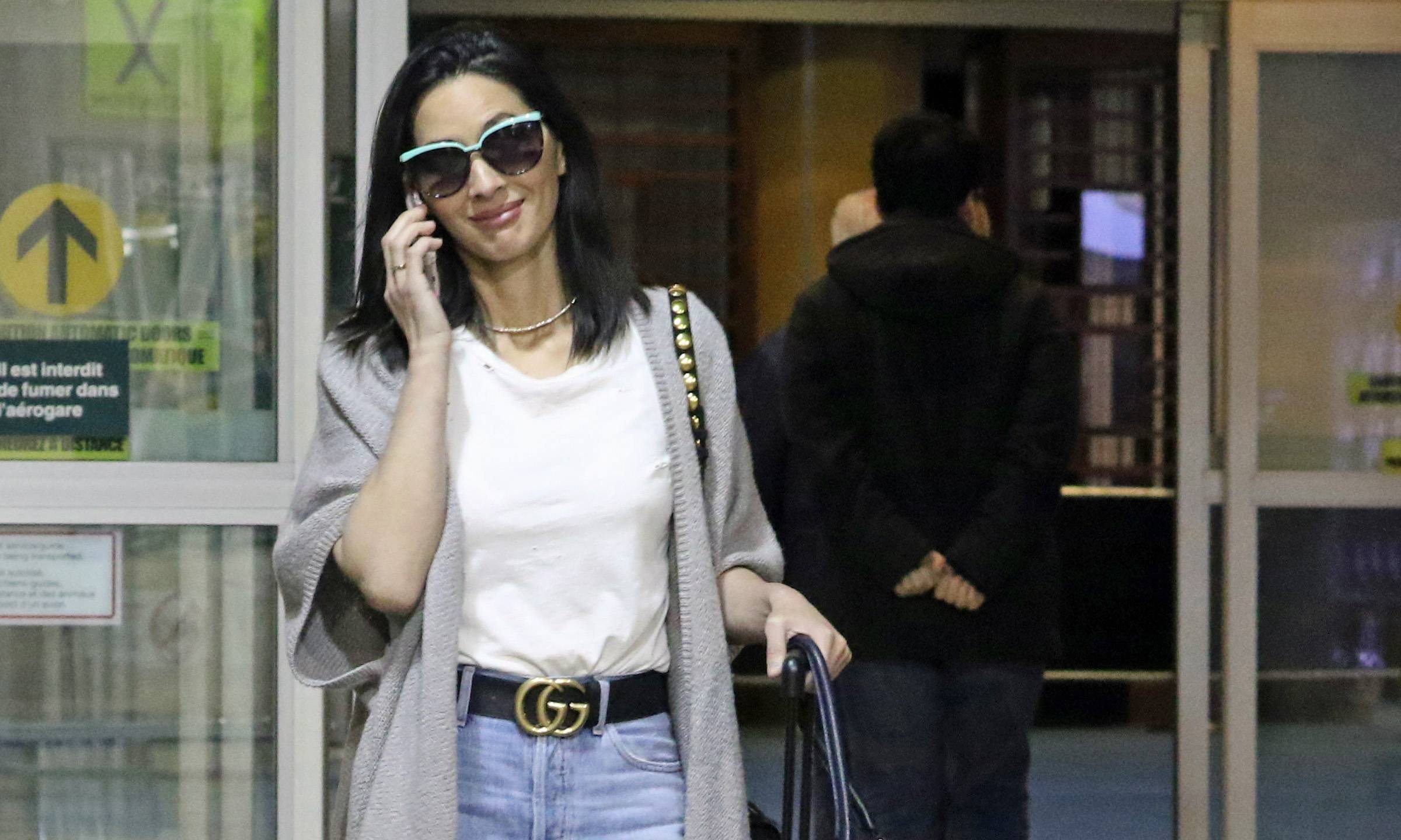 Olivia Munn spotted at YVR airport (PHOTOS)