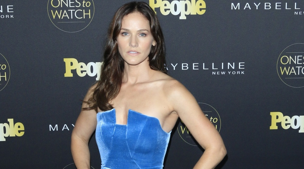 Kelly Overton at the People's One to Watch Party at the E.P. & L.P on October 13, 2016 in Los Angeles, CA