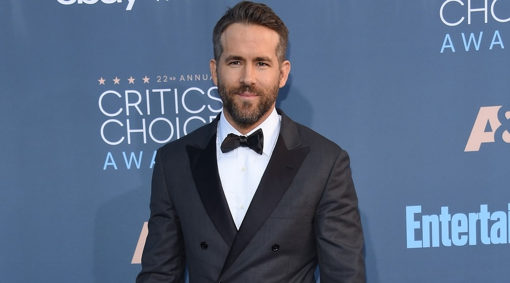 Ryan Reynolds arrives to the Critics' Choice Awards 2016 on December 11, 2016 in Hollywood, CA
