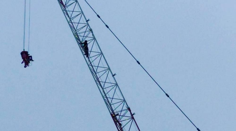 Toronto reacts to dramatic rescue of woman stuck atop construction crane (PHOTOS)