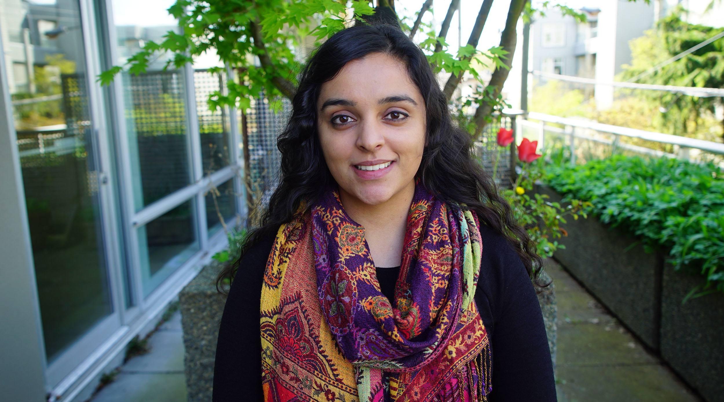 Young voter Jennifer Deol (Jennifer Deol)