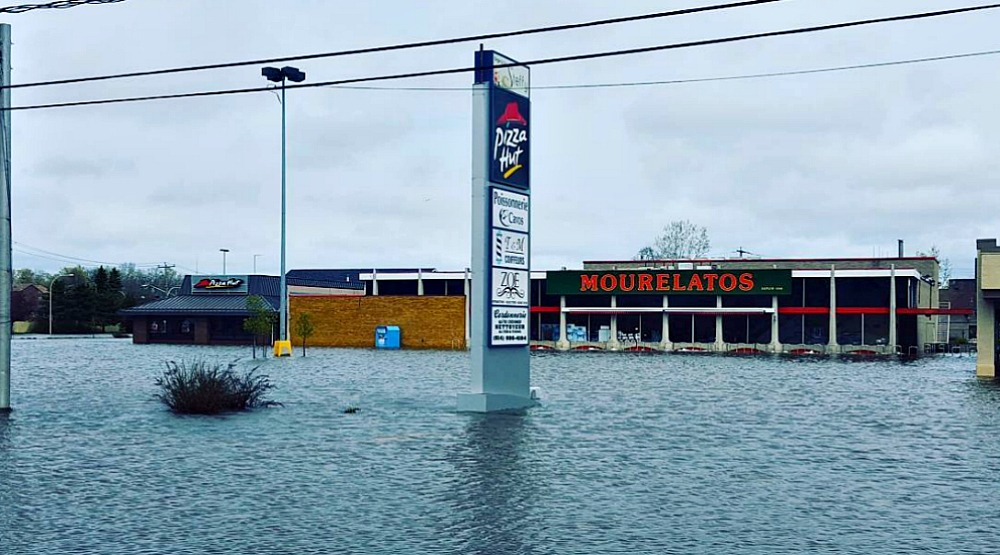 27 photos and videos of the flooding around Montreal Island