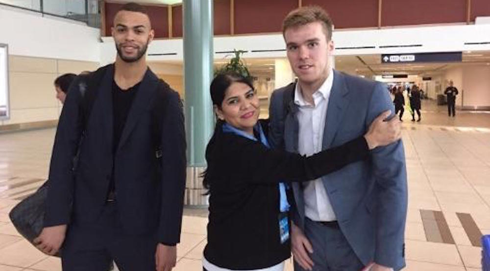 Another awkward Connor McDavid photo surfaces, fans rejoice (PHOTO)