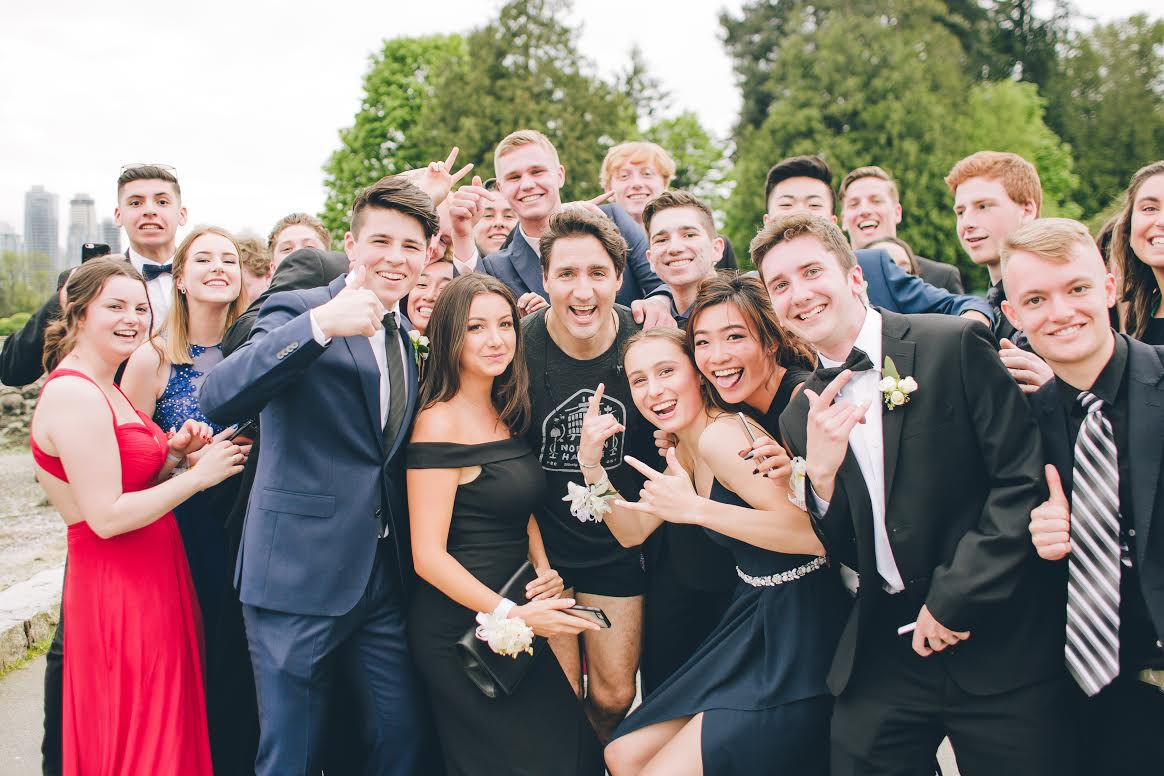 Justin Trudeau stopped on his job to take a photo with these teens headed to prom (Cameron Corrado)