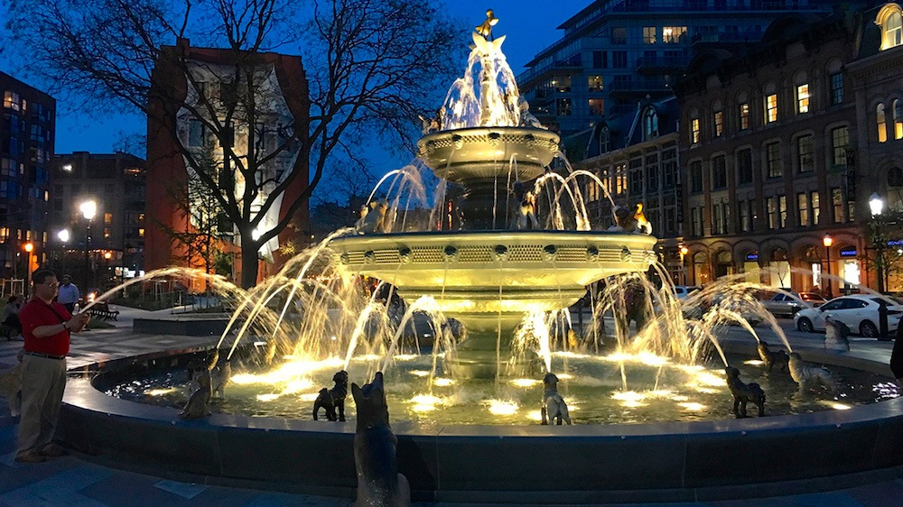 Toronto has a stunning new fountain at revamped downtown park (PHOTOS)