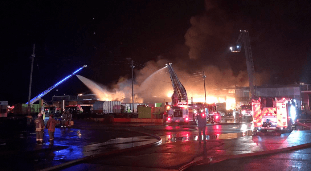 Toronto firefighters battled 6-alarm fire last night in Port Lands (PHOTOS, VIDEOS)