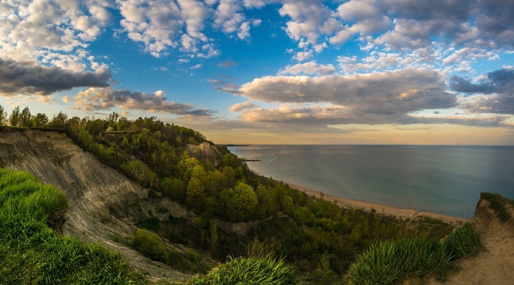 You can watch a movie under the stars at the Scarborough Bluffs next month