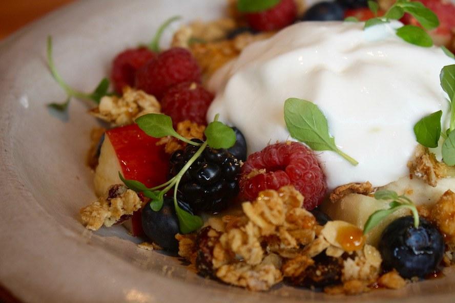 Edible brunch_Fruit & Berry bowl