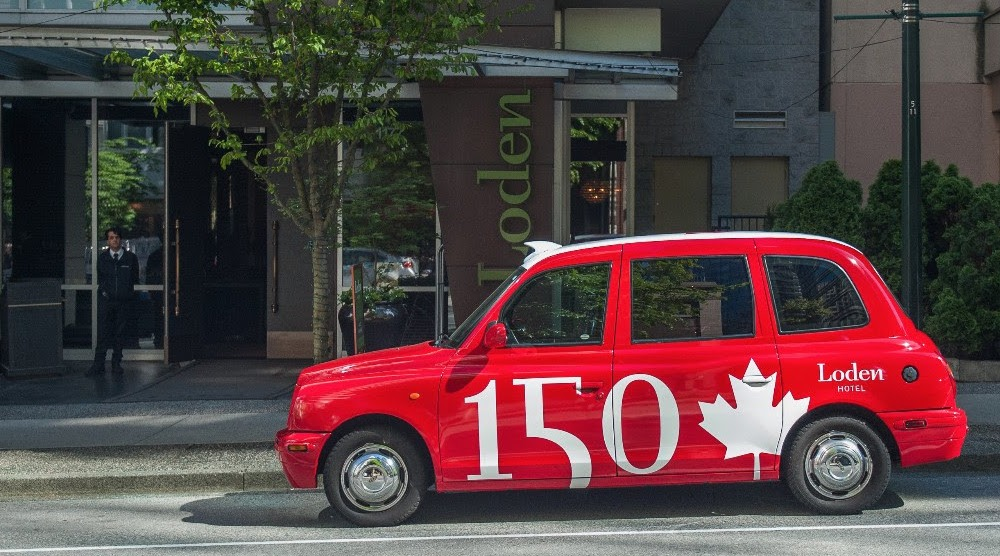 This Canada-themed taxicab is like the food truck of gift shops