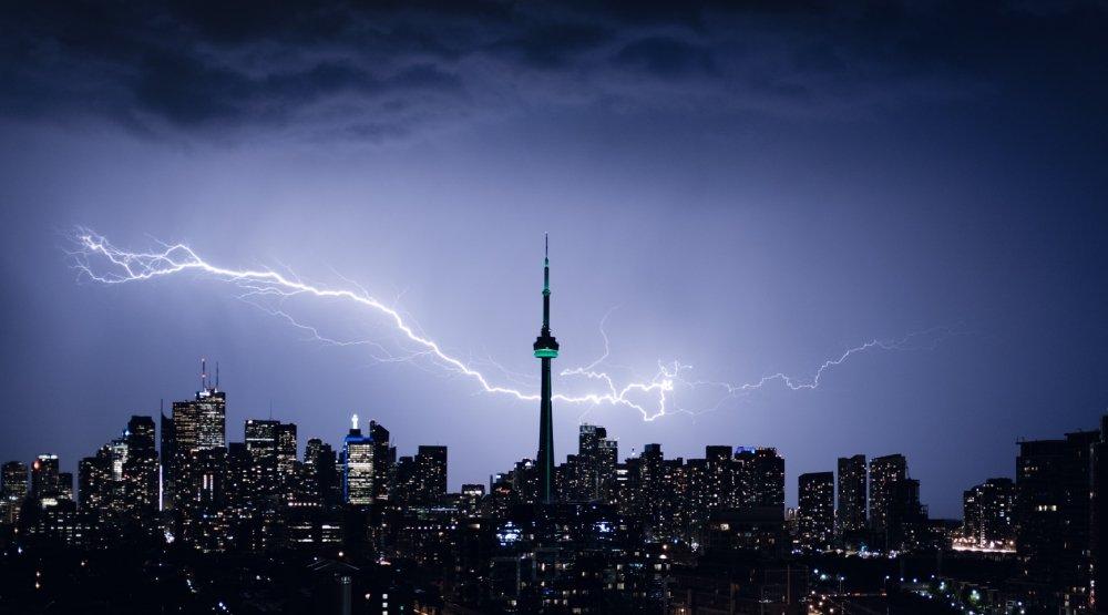 Spectacular images of lightning striking Toronto last night (PHOTOS)