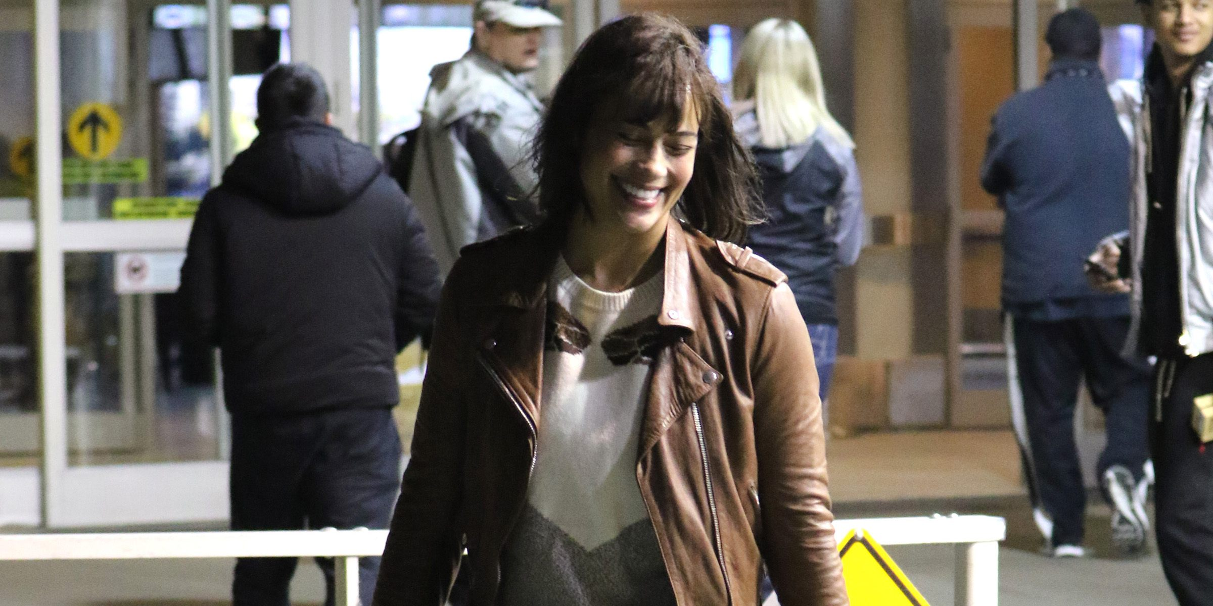 Devon Sawa and Paula Patton spotted in Vancouver (PHOTOS)
