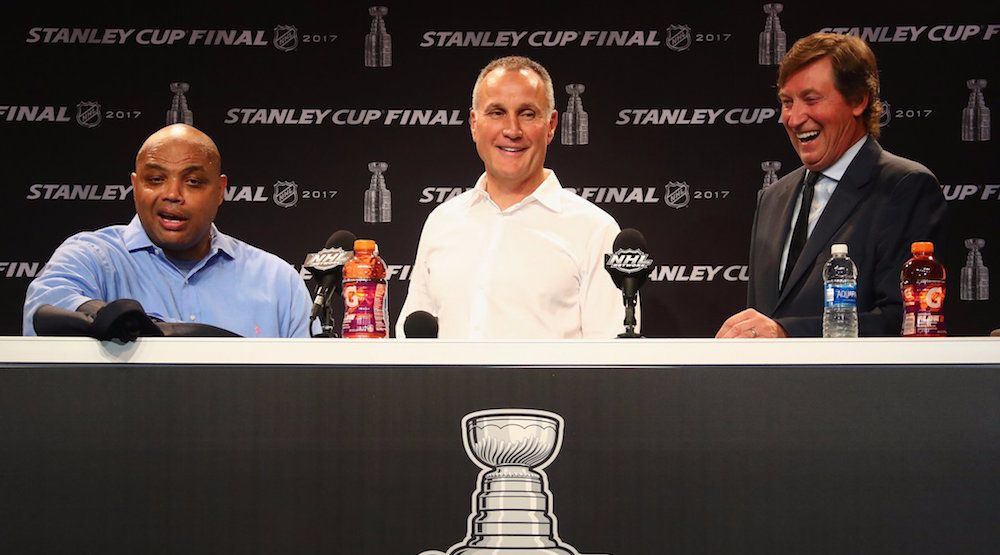 Charles Barkley crashes Wayne Gretzky's press conference at Stanley Cup Final (VIDEO)