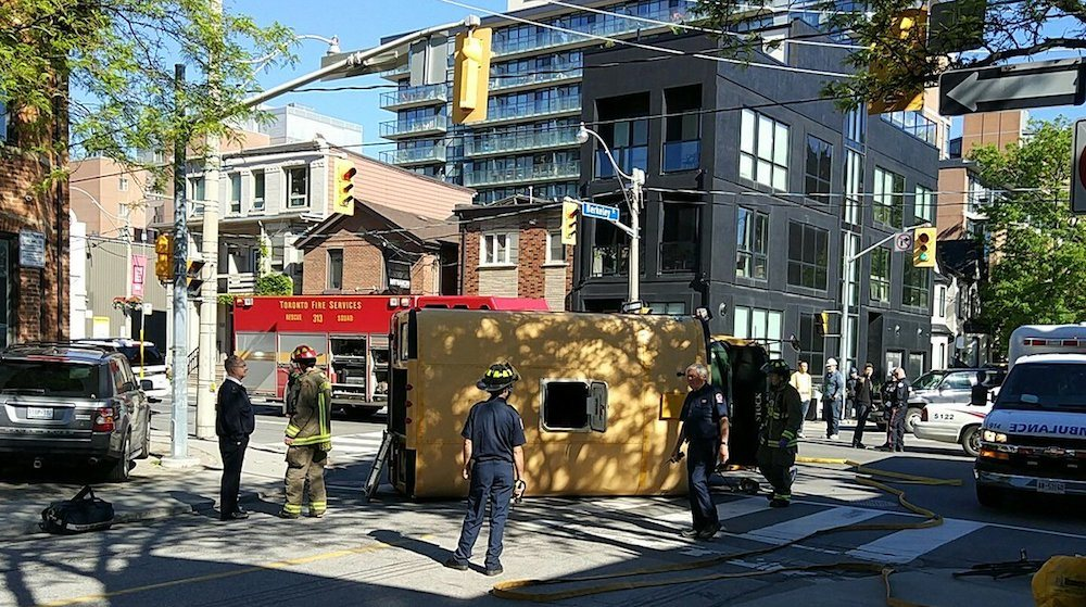 5 children with minor injuries after school bus crashes in downtown Toronto