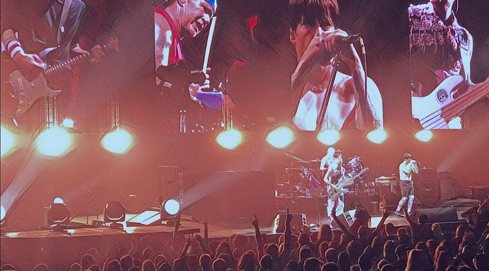 20 photos and videos of last night's insane Red Hot Chili Peppers Concert in Montreal