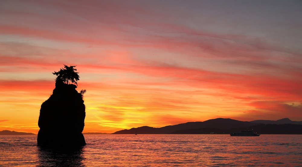 18 stunning shots of last night's fiery sunset in Vancouver (PHOTOS)