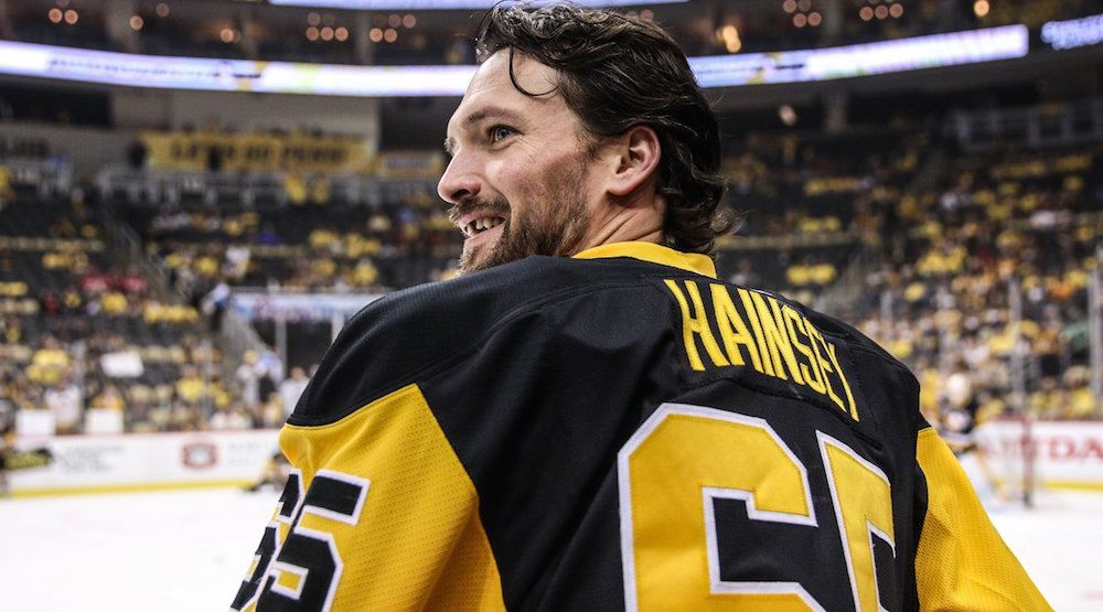 Free Agent Frenzy: Maple Leafs sign Ron Hainsey, Dominic Moore