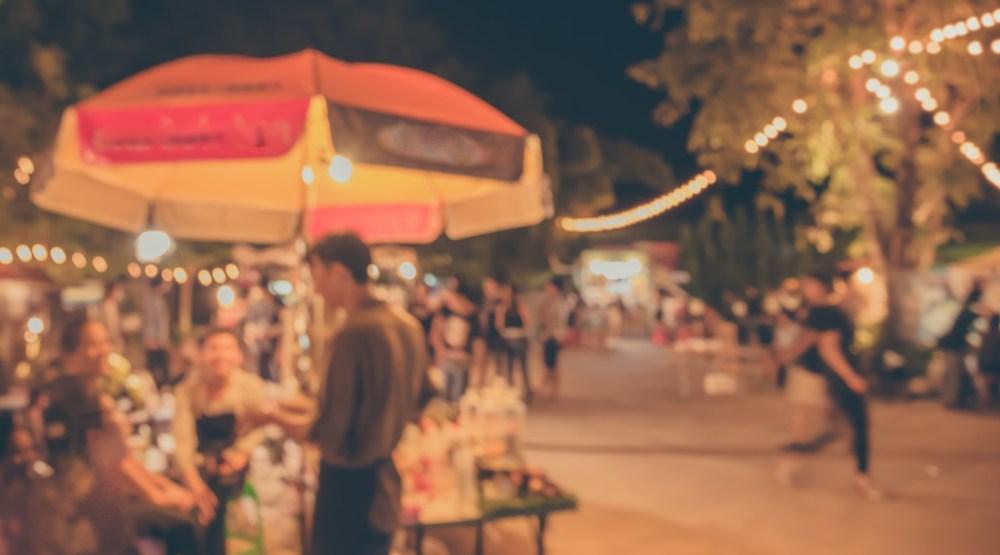 Summer night market (BLUR LIFE 1975/ Shutterstock)