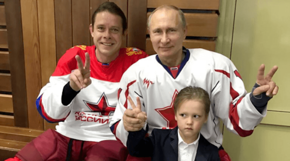 Canucks legend Pavel Bure poses with Russian president Vladimir Putin (PHOTO)