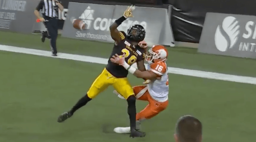 Bryan Burnham makes catch of the year in 3rd straight BC Lions win (VIDEO)