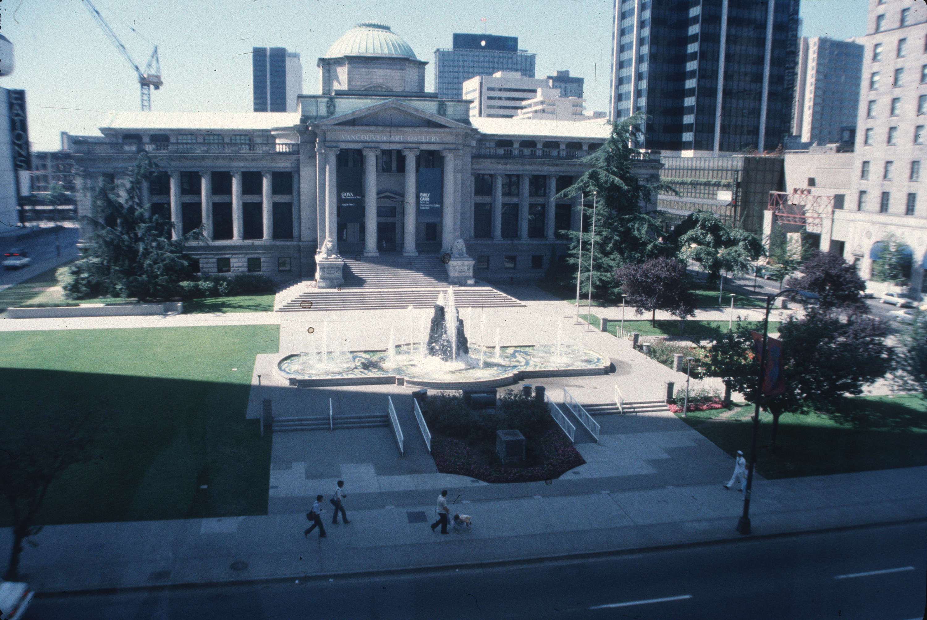 Vancouver Art Gallery plaza in 1986 (Vancouver Archives)