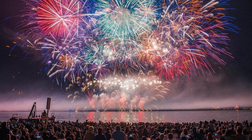 [Hình: 2017-celebration-of-light-japan-fireworks.jpg]