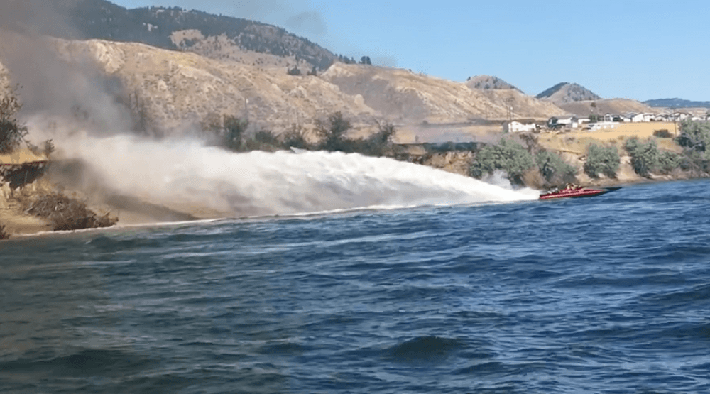 Watch this boater battle a grass fire on the banks of a BC river (VIDEO)