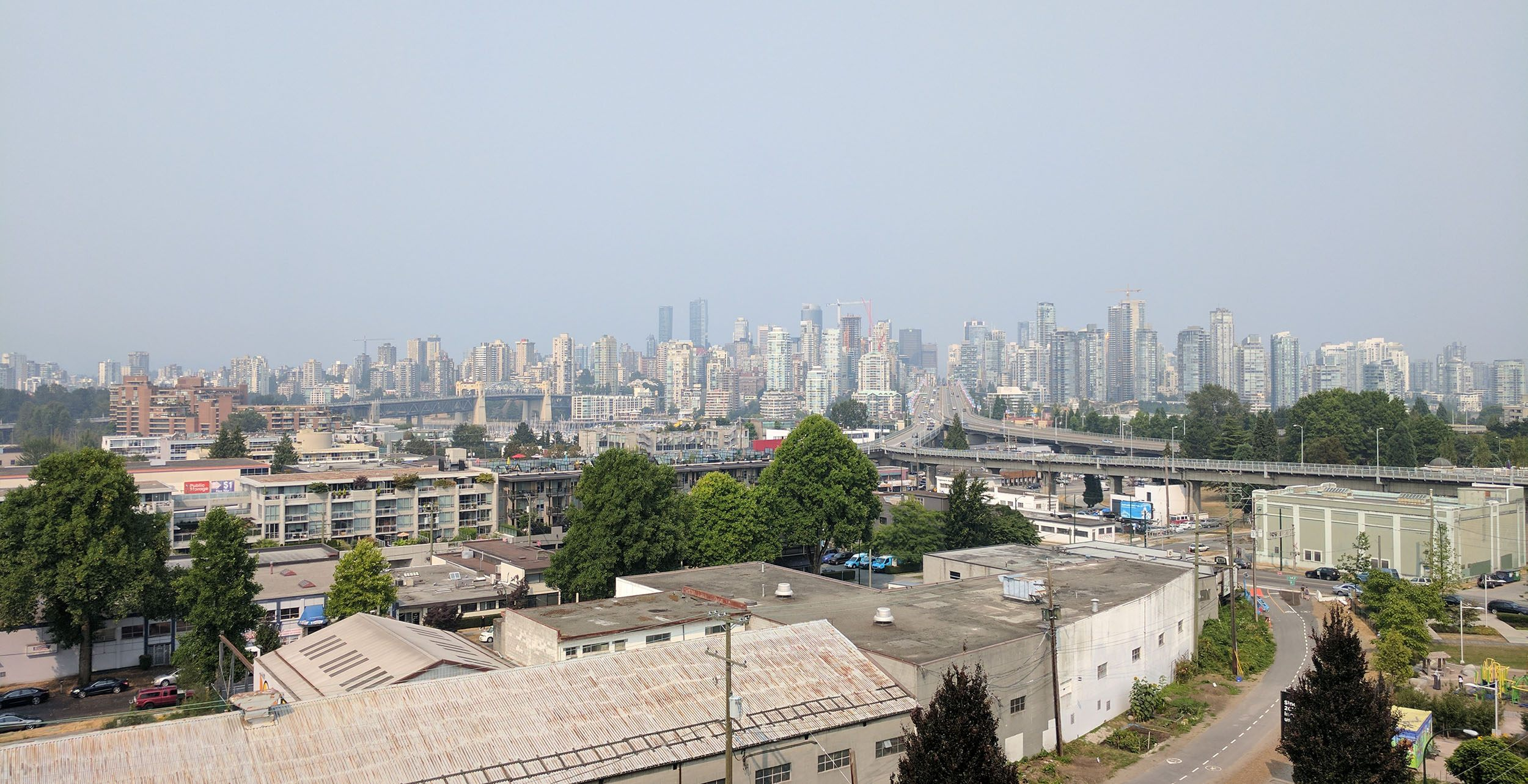 Vancouver in the smoky haze on August 9, 2017 (Jenni Sheppard/Daily Hive)