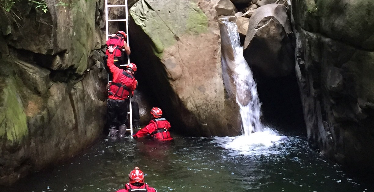 West vancouver fire and rescue rescued three teenage boys near cypress creek west vancouver fire and rescuefeature