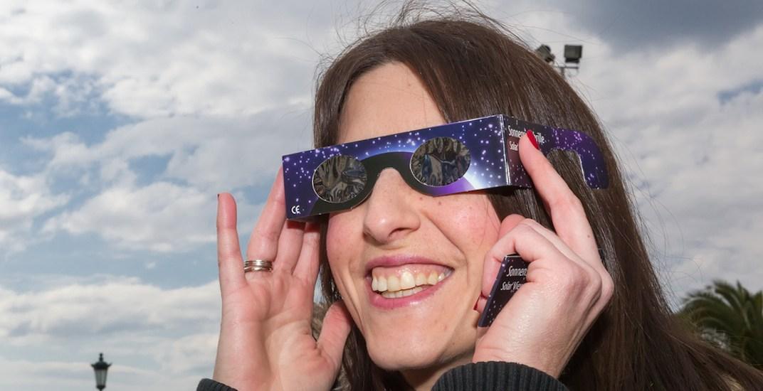 Solar eclipse filtering glasses