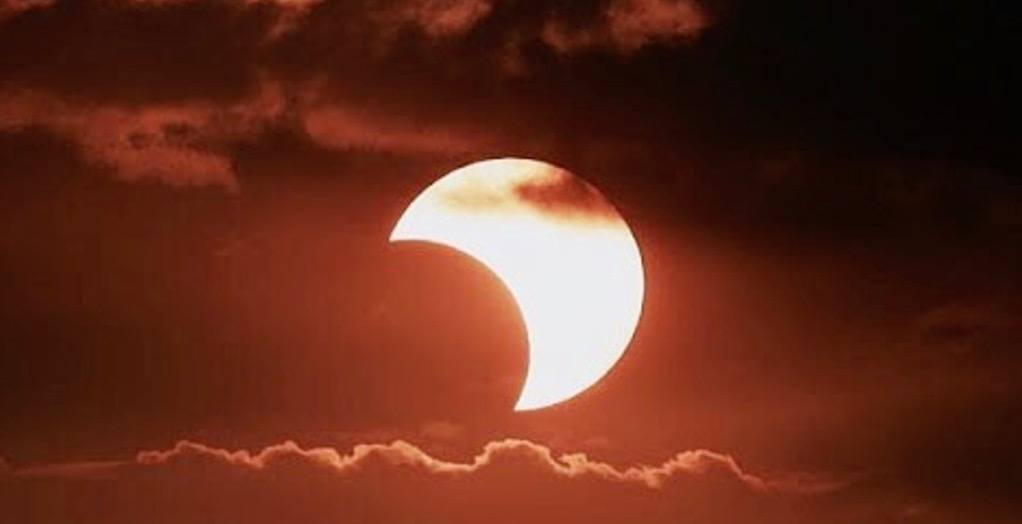 21 spectacular photos of the solar eclipse in Toronto