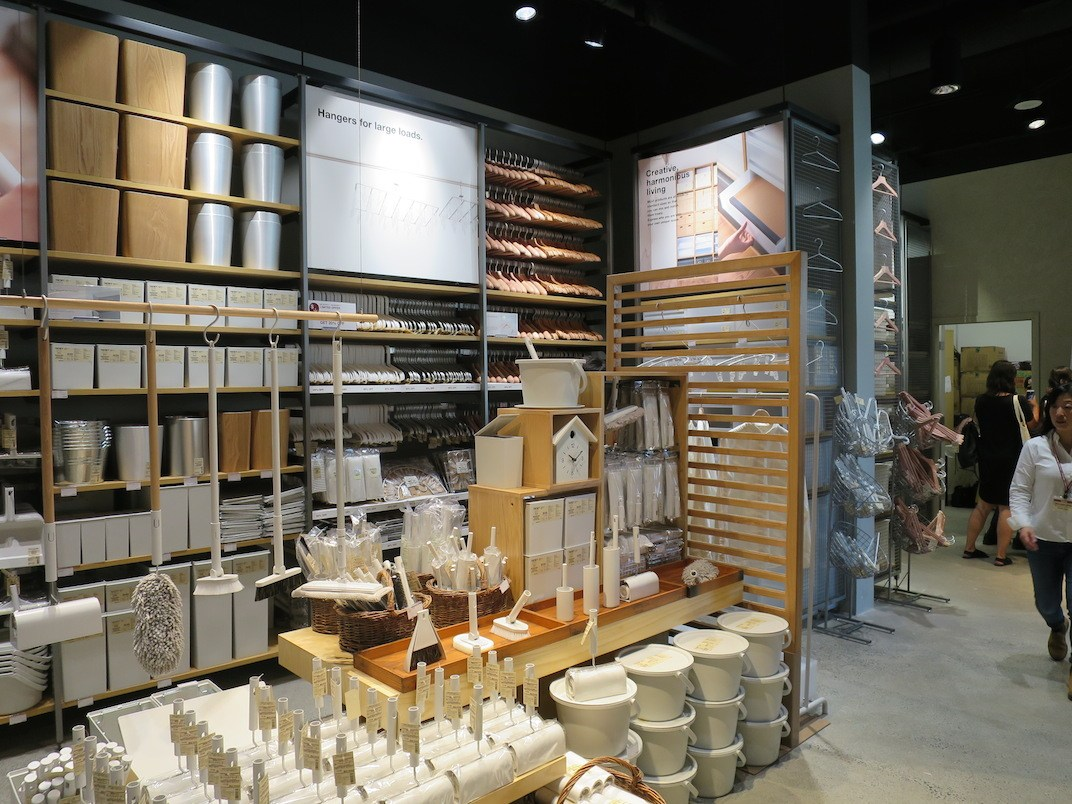 metro vancouver 39 s first muji store now officially open. Black Bedroom Furniture Sets. Home Design Ideas