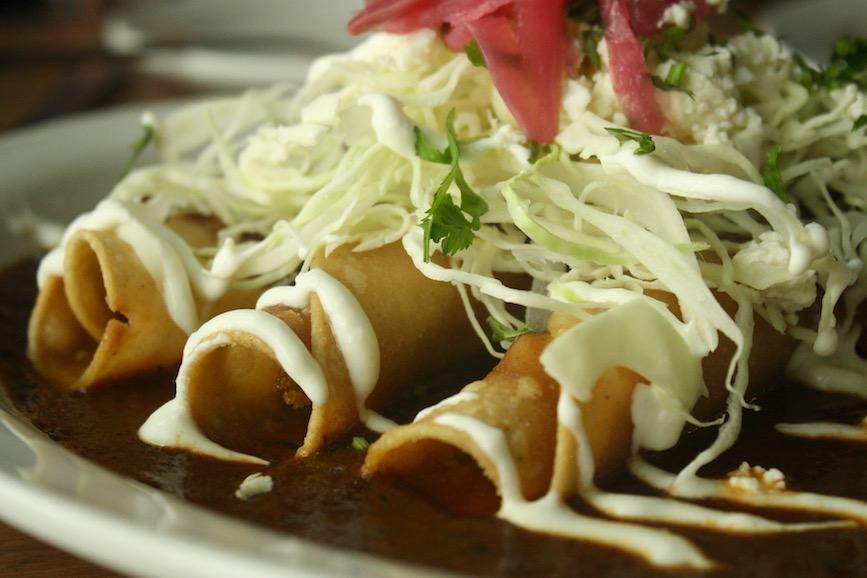 La Mez_Flautas de Barbacoa en Salsa Roja