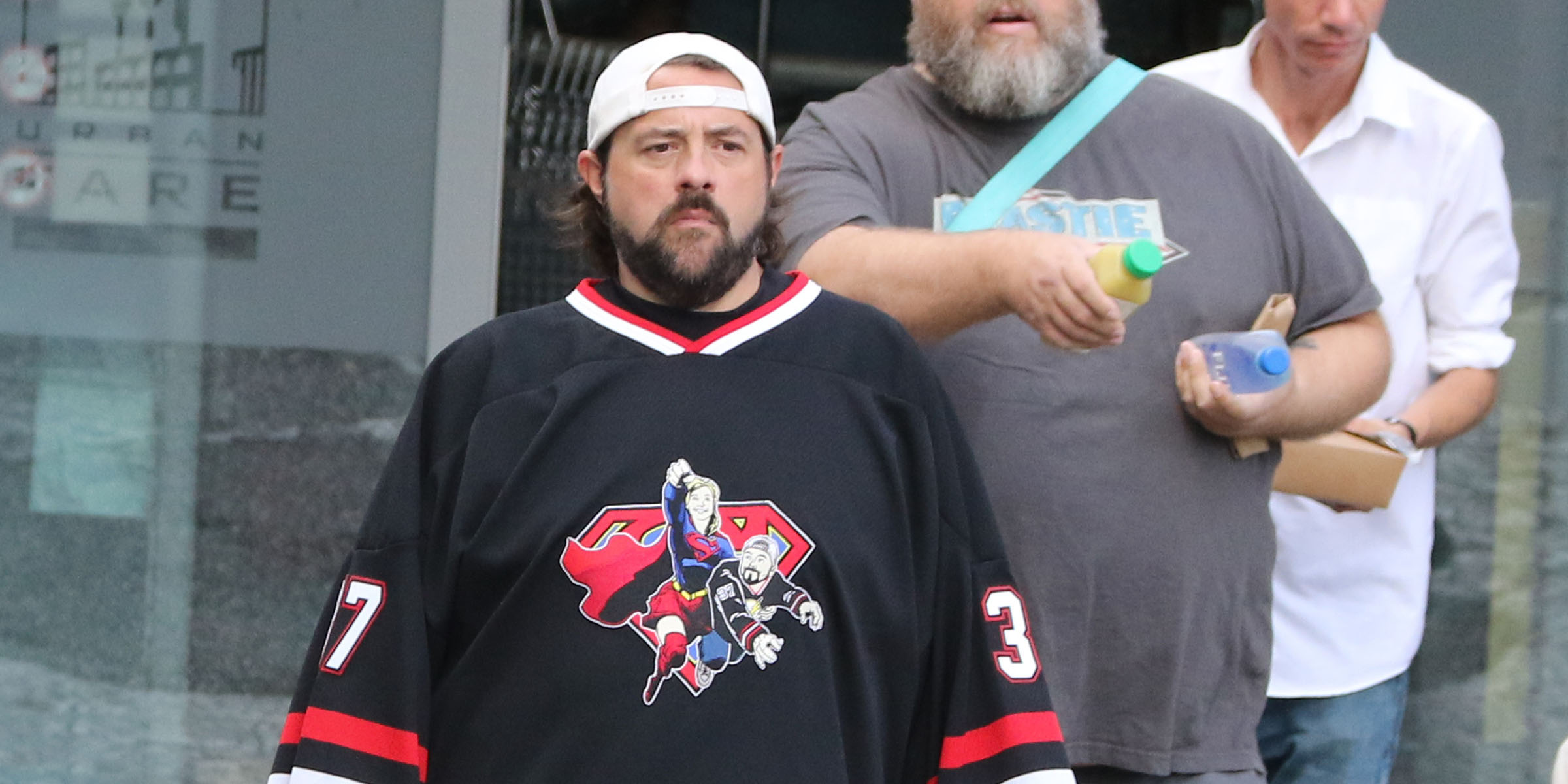 Kevin Smith directs 'Supergirl' in Vancouver (PHOTOS)