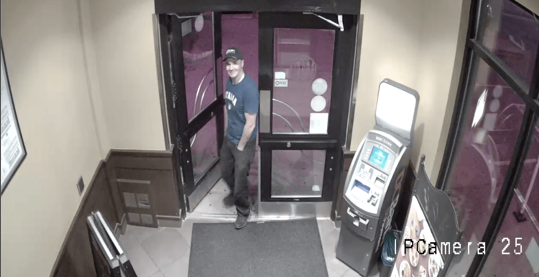 2 men tried to pull an ATM out of Calgary Boston Pizza (VIDEO)