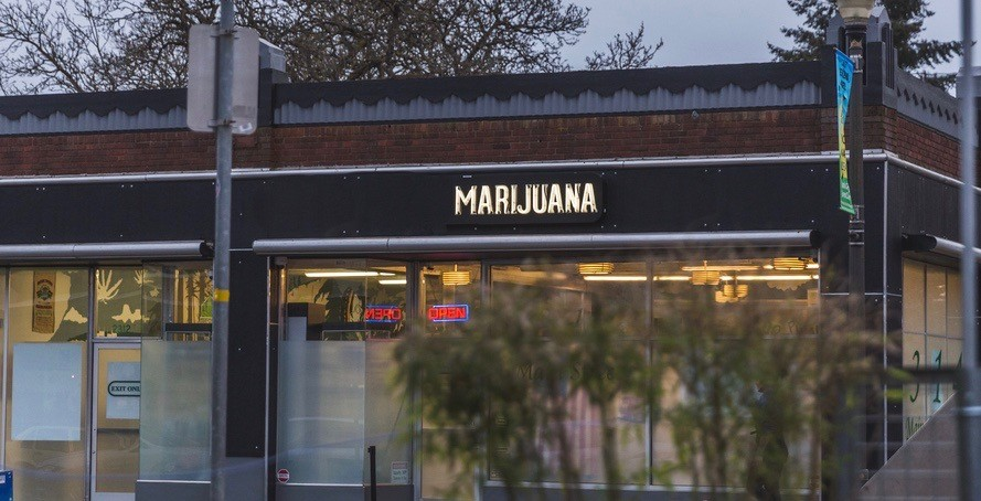 Reports: Ontario to open their own pot storefronts, shut down illegal shops