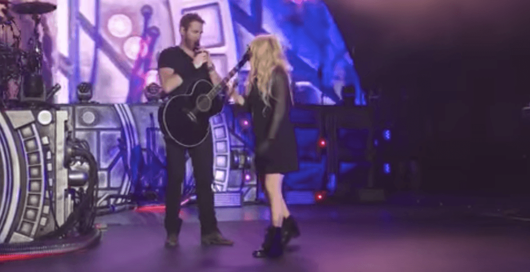 Sorry world: Avril Lavigne duets with Nickelback during band's LA show (VIDEO)