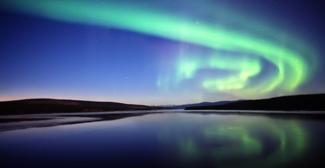 Tourism yukon view the northern lights from the air  tourism yuk