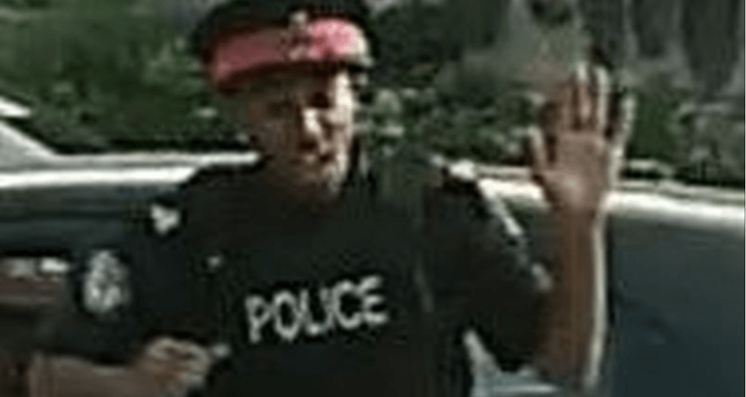 Police looking for fake Toronto cop whose dancing caused an accident (VIDEO)