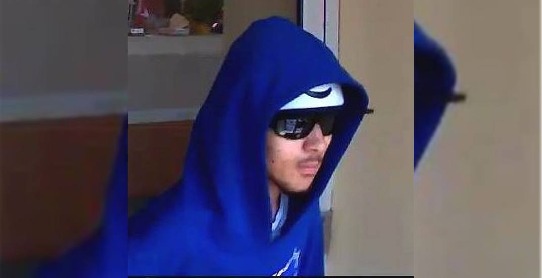 Toronto police looking for 'shoeless' bank robber (PHOTO)