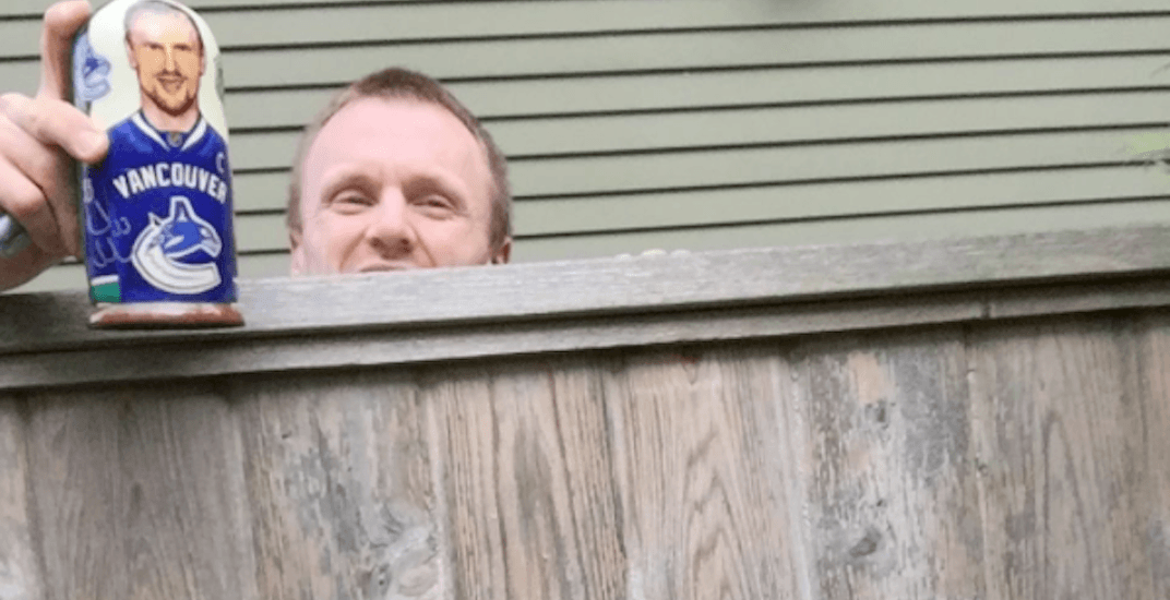 This guy just discovered that Henrik Sedin is his new neighbour (PHOTO)