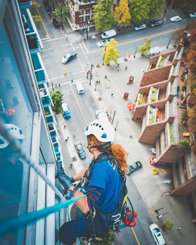 Dominica Myles rappelling down a high-rise building in her new job (Nicolas Guaiquin)
