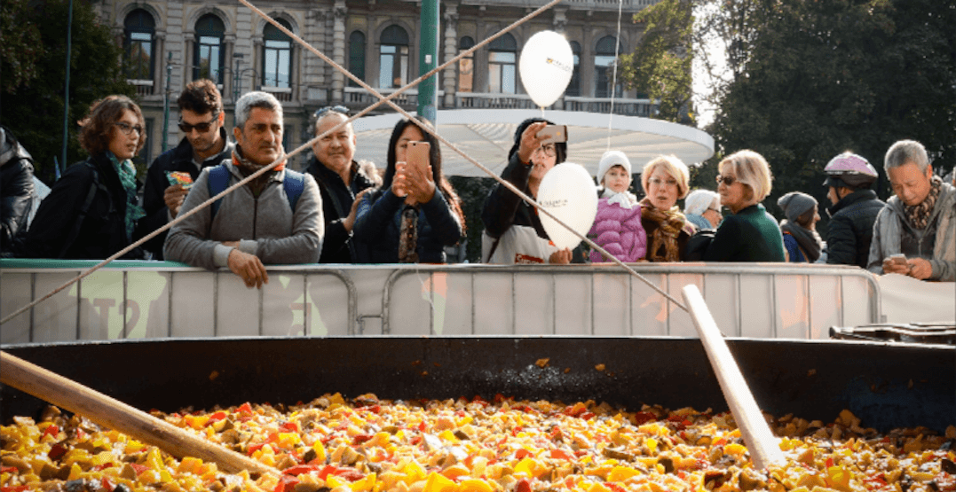 Toronto is hosting a free Thanksgiving dinner for 5000 people this weekend