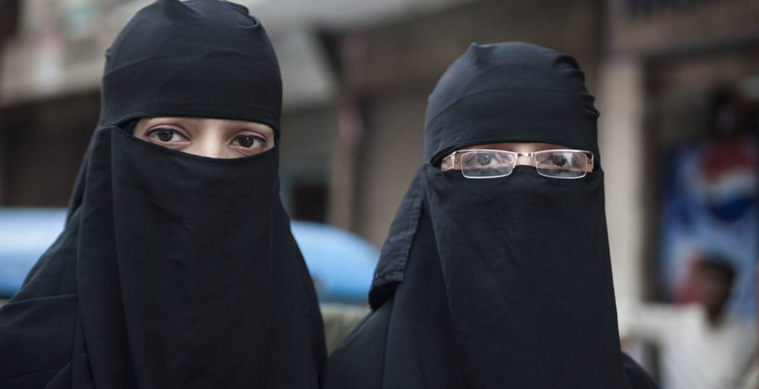 Majority of Quebecers support ban on face coverings for public servants (SURVEY)
