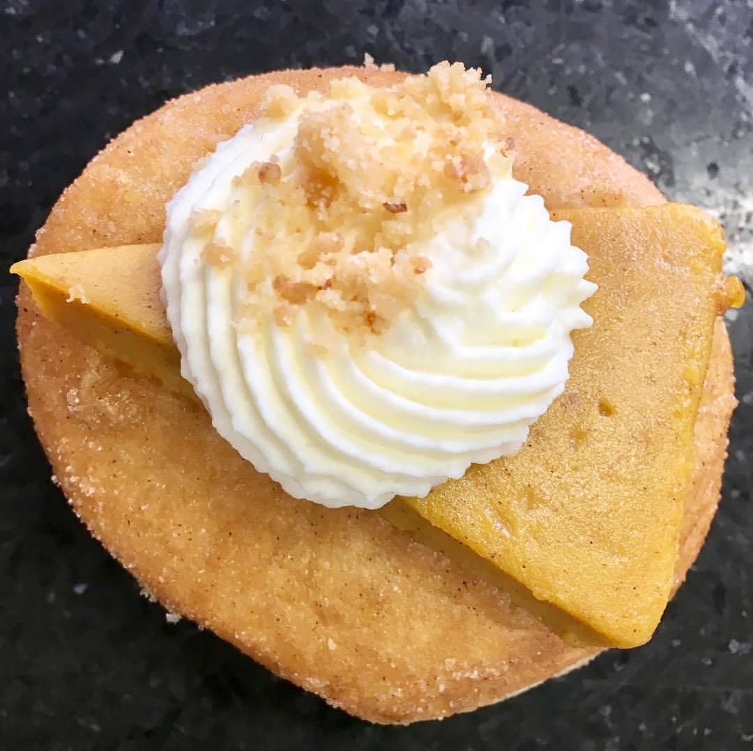 Léché Desserts pumpkin pie